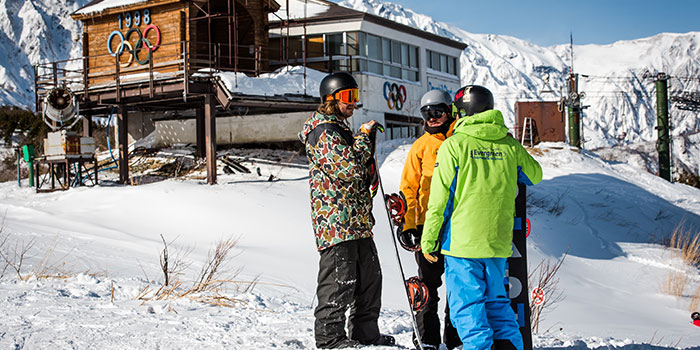 japan snowboard school eiss lesson at happo-one